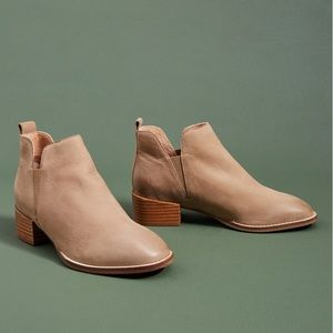 Anthro Seychelles Offstage Chelsea Boot in Taupe